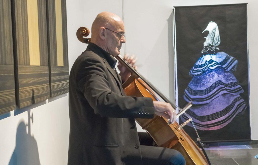 Michael Hussla, Violoncello